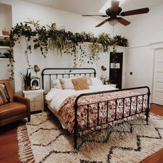 The country way of life is extremely relaxing. As well as it would certainly profit you to have a rustic bedroom design. That being stated, right here are Rustic Bedroom Ideas. Dream Rooms, Dream Bedroom, Home Bedroom, Bedroom Inspo, Bedroom Decor Boho, Bedroom Rugs, Rustic Bedroom Design, Light Bedroom, Bedroom Desk