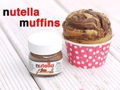 Nutella-Muffins – kein klassisches Oster-Rezept mit Eiern, Möhren oder Häschen, passt aber trotzdem perfekt, wenn ihr etwas Einfaches und Köstliches für Büffet oder Kaffee sucht, was allen schmeckt von jung bis alt. Bei uns war das so! Omi liebt kl ...