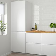 VOXTORP Door, high gloss light beige, VOXTORP is a smooth, high-gloss door with integrated handles. It brings clean lines and an open, modern look to your kitchen. Ikea Ringhult, Voxtorp Ikea, Classic Kitchen, Kitchen Modern, Functional Kitchen, Modern Farmhouse, Scandinavian Kitchen, Kitchen Cabinet Doors, White Doors