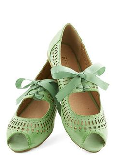 Vintage Wedding Style - Ann Arbor Afternoon Flat in Mint