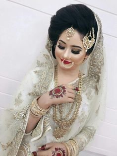 Muslimah Wedding Dress, Nikkah Dress, Hijab Wedding Dresses, Wedding Outfits, Pakistani Bridal Makeup, Indian Bridal Fashion, Arab Wedding, Wedding Bride, Bridal Dress Design
