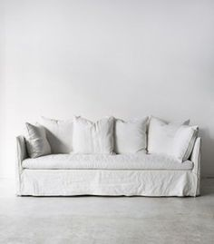 White slip covered sofa ideas to makes your room more comfortable 25