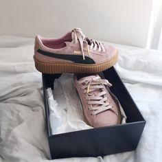 Rihanna Pumas Peach green gold puma sign gold shoe string tips Puma Shoes Sneakers Pumas Shoes, Adidas Shoes, Shoes Sneakers, Shoes Heels, Puma Sneakers, Adidas Superstar, Adidas Tumblr Wallpaper, Creeper Sneakers, Baskets