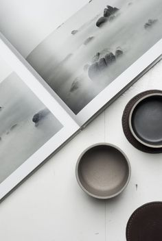 We are in love with this beautiful porcelain tableware from Hasami // Typeo. Niche Design, 2d Design, Mood And Tone, Minimalist Lifestyle, Interior Stylist, Objet D'art, Simple Lines, Brown Fashion, You Are Awesome