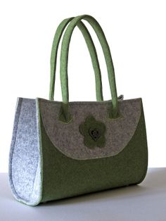 Handbag Felt noble Felt Purse green / gray by MargritliDesign Felt Purse, Tote Purse, Felt Bags, Diy Handbag, Fabric Bags, Felt Diy, Green Bag, Cloth Bags, Handmade Bags