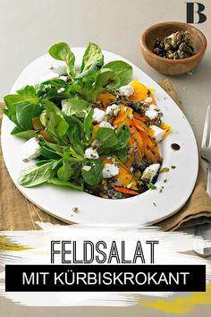 Feldsalat mit Kürbis und Kürbiskern-Krokant. Kürbis als Salat mit Ziegen-Frischkäse und Kürbiskern-Krokant raffiniert und schnell auf dem Tisch. #salat #kürbiskern #kürbis #ziegenfrischkäse Salad Recipes, Spinach, Vegetables, Food, Salads, Cooking, Delicious Dishes, Easy Meals, Essen
