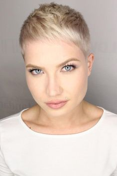 Moving on, let's see the most flattering haircuts for round faces. Let's pick you something that will enhance your features.#haircuts#faceshape#roundface