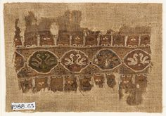 Ashmolean − Textile fragment with linked medallions and birds (EA1988.63)