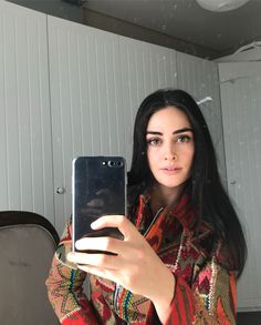Görüntünün olası içeriği: 1 kişi, telefon ve selfie Turkish Fashion, Turkish Beauty, Black Pakistani Dress, Summer Outfits Women Over 40, Best Profile Pictures, Piercings, Esra Bilgic, Cute Girl Poses, Beauty Around The World