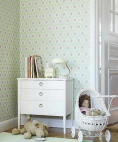 papel alma de sandberg..decoracion cuarto infantil...adoro el petit mueble sobre la comoda y la lampara!!