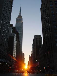 Manhattanhenge: Sunset looking down 34th Street. One of two days when the sunset is exactly aligned with the grid of streets in Manhattan.        Copyright © 2001, Neil deGrasse Tyson