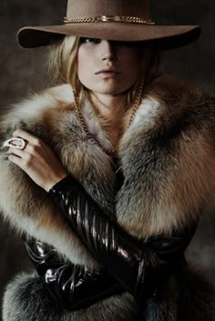 Thomas Wylde Autumn/Winter 2012 - fur and leather combo - TDF Looks Chic, Looks Style, Style Me, Mode Chic, Mode Style, Festival Woodstock, Looks Jeans, Foto Fashion, Ski Fashion