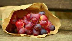 Frosted Grapes Recipe for Healthy Snacking Nutrition Holistique, Spinach Nutrition Facts, Holistic Nutrition, Nutrition Shakes, Ground Turkey Nutrition, Anti Oxidant Foods, Red Grapes, Healthy Snack Foods, Diets