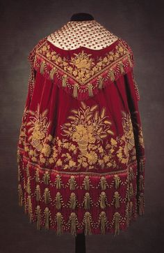 Gold embroidery on a cape presented to Queen Victoria in 1860, Royal Collection.