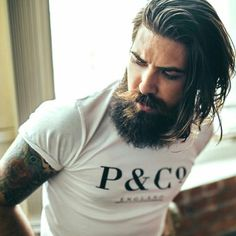 Beard for Round Face very ✂ popular and modern for men's and guys. every guy ✂ tries at least once to grow his own style ✂ beard.Best examples of the Beard. Long Beard Styles, Hair And Beard Styles, Short Hair Styles, Short Hair With Beard, Round Face Men, Beard Model, Long Beards, Guys With Beards, Awesome Beards