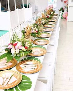 Luau Theme Party, Hawaiian Party Decorations, Tiki Party, Party Table Decorations, Party Themes, Tropical Wedding Centerpieces, Tropical Wedding Reception, Hawaiian Wedding Themes, Tropical Weddings