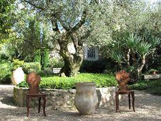 How to create a Mediterranean garden