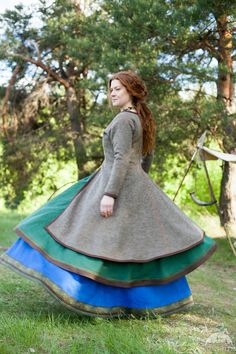 Caftan viking manteau « Ingrid » avec la broderie