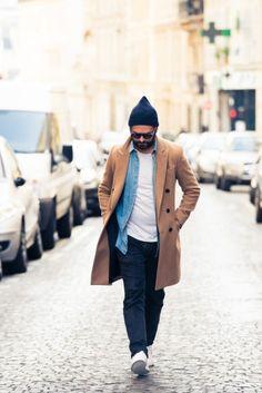 茶色のコートとジーンズのシャツが相性抜群