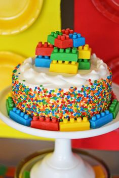 Thinking of building a Lego party? Let Brittany Schwaigert of GreyGrey Designs show you how to use the Building Block theme from BirthdayExpress to do it!