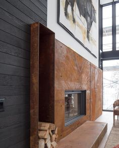 Idées de foyers pour une déco masculine avec un design industriel. Living Room Decor Fireplace, Cabin Fireplace, Modern Fireplace, Fireplace Design, Fireplace Mantels, Apartment Interior Design, Modern Interior Design, Foyers, Industrial Fireplaces