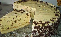 Vynikajúca smotanová stracciatella torta, plná nastrúhanej čokolády. Bielkové cesto je jemné a so stracciatella plnkou vynikajúce. Mňam!