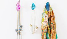 Great 20 DIY Jewelry Holders - Women's Jewelry and Accessories-Women Fashion Diy Jewelry Holder, Diy Jewelry Making, Yarn Wall Hanging, Wall Hooks, Wall Hangings, Agate Decor, Agate Stone, Diy Necklace, Necklaces