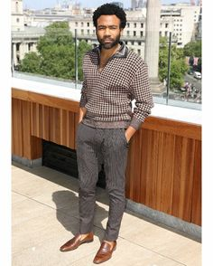 How to Dress Like Donald Glover (a. Childish Gambino) - The Modest Man Trajes Business Casual, Business Casual Outfits, Chic Outfits, Business Casual Black Men, Donald Glover, Look Man, Best Dressed Man, Rugged Style, Herren Outfit