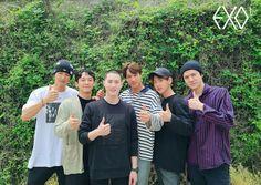"""Chanyeol, Chen, Kai, Baekhyun, and Sehun went to see Suho off to the military"" Exo Group Photo, Group Photos, Baekhyun Chanyeol, Exo Chen, Park Chanyeol, Kai, Snoop Dogg, K Pop, Luhan And Kris"