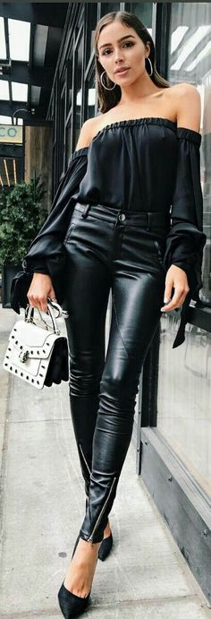 What a beauty!! What a style!! What a sexy girl in amazing leather pant can i see!! I like so much