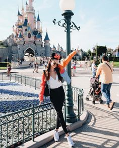 Model Kelsey Merritt is busy enjoying her Euro trip—and yes, we're totally jealous. Japan Summer Outfit, Travel Outfit Summer, Summer Outfits, Japan Outfits, Travel Outfits, Disney Outfits, Girl Outfits, Cute Outfits, Europe Fashion