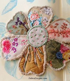 Large Patchwork Flower Kit Hand Sewing Beautiful Textiles A umbrella – that carries a minuscule Vintage Embroidery, Embroidery Art, Embroidery Stitches, Embroidery Patterns, Machine Embroidery, Flower Embroidery, Vintage Sewing, Sewing Crafts, Sewing Projects