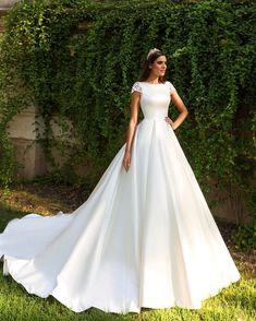 """Simple elegance Bridal & Evening fashion (@crystaldesign_official) on Instagram: """"Medelin #crystaldesign #couturefashion #hautecouture #couturedress #fashiondiaries #weddingdress…"""""""