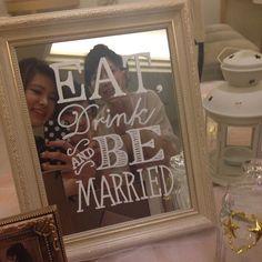 前日旦那さんにこれ描いて!って画像を見せたら画像そのまんまのとっても素敵なものが完成しましたびっくり自分はクッキーでいっぱいいっぱいだったからとっても助かった✨意外な才能♡ 友達が写真たくさん送ってくれて大量すぎて整理できないので適当に載せていきます #結婚式 #ウェルカムスペース #卒花嫁 #ウェルカムミラー
