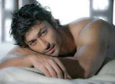So killing flirty look Vidyut Jamwal Handsome Faces, Handsome Guys, Star Wars, Bollywood Actors, Dapper, Desi, Sexy Men, Hot Guys, Celebrities
