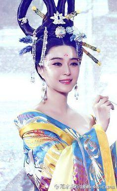 Fan Bing Bing in 'Empress of China' (Wu Zhetian) 2015 TV series. Hanfu Tang Dynasty Costume