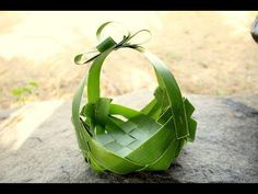 How It's Made - Simple Basket Using Coconut Leaf Coconut Leaves, Lemon Leaves, Palm Tree Leaves, Palm Trees, V Model, Palm Tree Silhouette, Deco Nature, Leaf Crafts, Rose Crafts