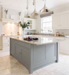 Luxury Kitchens Luxury kitchen Design - Luxurious Open Plan Kitchen By Tom Howley. Grey Kitchens, Luxury Kitchens, Cool Kitchens, Tom Howley Kitchens, Tuscan Kitchens, Beautiful Kitchens, Luxury Kitchen Design, Interior Design Kitchen, Cream Kitchen Designs