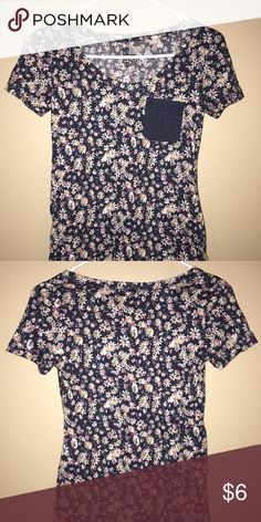 Short sleeve floral pocket tee Cute for a comfortable look & feel. Size XS but can fit small Nollie Tops Tees - Short Sleeve