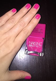 Nails inc Gel Effect in Covent Garden Place gives your nails a punchy and bright color. Essie Gel, Gel Manicure, Nail Polishes, Gel Nail Polish, Gel Nails At Home, Dry Nails, Beauty Makeup Tips, Beauty Hacks, Butter London Patent Shine