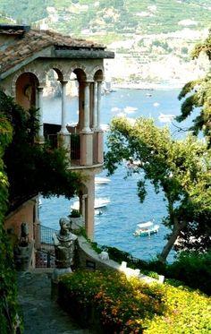 Amalfi Coast, Italy (http://www.venice-italy-veneto.com/amalfi-coast.html)
