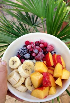 tropical fruit bowl for breakfast If you looking for more clean eating recipes… I Love Food, Good Food, Yummy Food, Delicious Fruit, Healthy Snacks, Healthy Eating, Healthy Recipes, Clean Eating, Juice Recipes