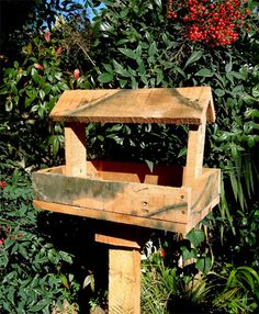 Reclaimed pallet bird feeder #outdoors #decoration #woodworking