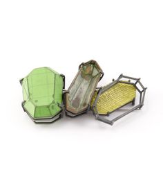 Brooch | SIMONE GIESEN-DE. Silver, paper, paste, paint, textile, stainless steel