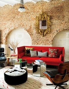 exposed brick wall, red sofa Everything about this! Funky House, Room Inspiration, Interior Inspiration, Home Interior, Interior Decorating, Decorating Ideas, Antique Interior, Decor Ideas, Exposed Brick Walls