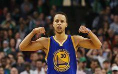 Stephen Curry encestó 34 puntos y los Warriors de Golden State ampliaron su racha de victorias en su cancha en temporada regular a 50 juegos