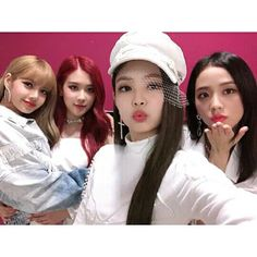 Your source of news on YG's current biggest girl group, BLACKPINK! Kpop Girl Groups, Korean Girl Groups, Kpop Girls, Kim Jennie, Yg Entertainment, K Pop, Square Two, Close Up, Chaeyoung Twice