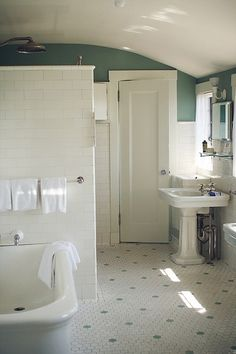school bathroom from possible idea for downstairs bathroom.old school bathroom from possible idea for downstairs bathroom. Upstairs Bathrooms, Downstairs Bathroom, Bathroom Renos, Bathroom Wall Decor, Bathroom Styling, Small Bathroom, Bathroom Ideas, Bathroom Layout, Bathroom Lighting