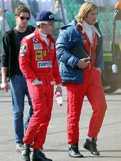 Niki Lauda and James Hunt walking the paddock Rush Movie, James Hunt, Formula 1 Car, Miami Vice, Karting, Car And Driver, Vintage Racing, Courses, Grand Prix