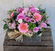 Caja de flores con gerberas, feeling green, lisianthus, alstroemeria... #cajadeflores #flores #moonflower